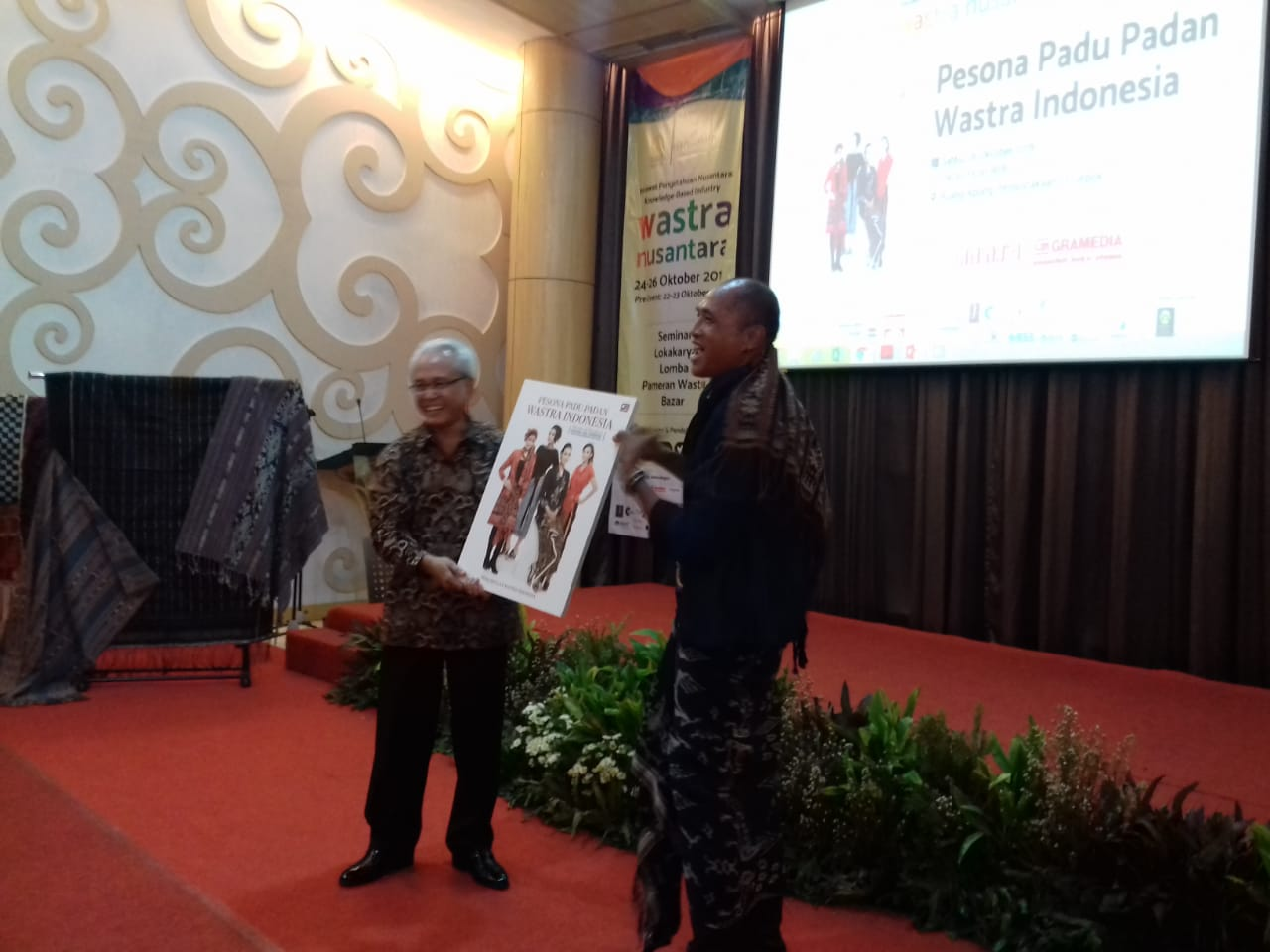 Perkumpulan Wastra Indonesia Menularkan Kegemaran Berkain Lewat